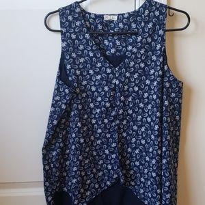 Flowy paisley sleeveless blouse